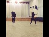 крутые чики, танцуют на тренировк